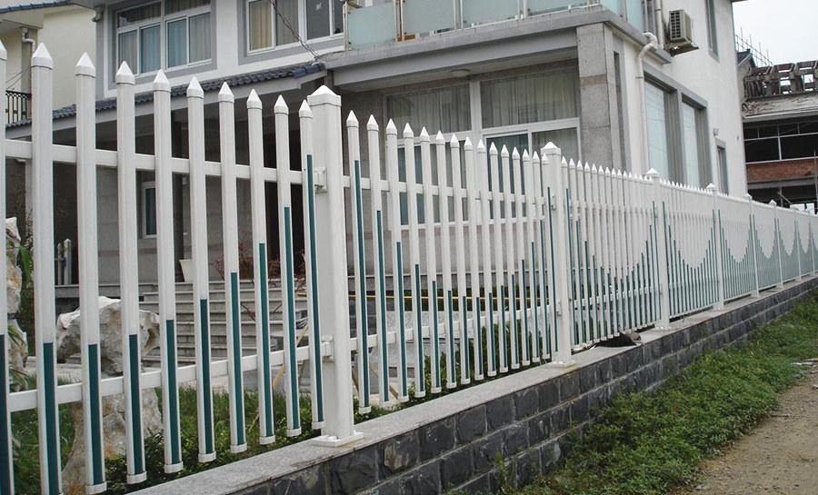 东兴PVC塑钢护栏工程案例