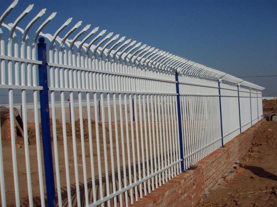 东兴锌钢护栏网工程案例
