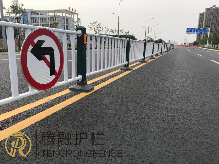 诸暨锌钢道路护栏工程案例