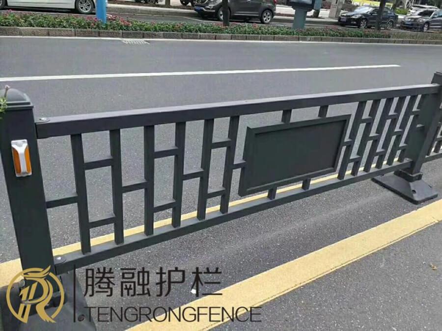 东兴铁艺道路护栏工程案例